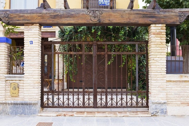Puertas rejas balcones barandas verjas fundacons y - Verjas de madera ...