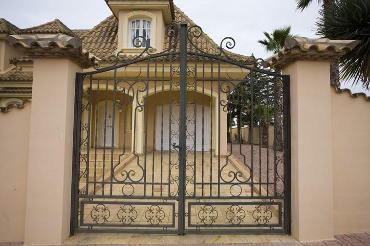 Puertas rejas balcones barandas verjas fundacons y - Rejas para balcones ...